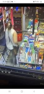 Hoții din magazine i-au adus la disperare pe patroni