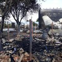 Incendiu puternic: trei case, cuprinse de flacări