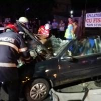 Șapte victime în urma coliziunii dintre o mașină și un microbuz