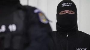 Bărbat prins de polițiști în timp ce încerca să vândă două kilograme de canabis