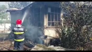 incendiu Casă în flăcări, o familie a rămas pe drumuri