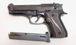 Polițiștii au confiscat un pistol deținut ilegal