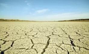 Meteorologii anunță o secetă PUTERNICĂ și EXTREMĂ în mai multe regiuni din România: culturile vor fi distruse