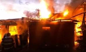 Un bărbat a murit în timpul unui incendiu: Victima nu a putut să iasă din casa în flăcări