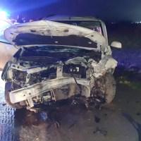 Un şofer, băut şi fără permis, a intrat cu maşina într-un copac