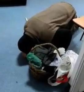 Decizia ministrului Sănătăţii după ce a văzut imaginile cu bătrânul căzut pe holul spitalului din Corabia care cerea ajutor