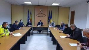 Întâlnire de gradul zero între prefectul de Olt și reprezentanții asocierii de firme care execută lucrările pe Tronsonul II al drumului expres Craiova-Pitești