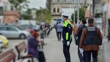 covid-zona-rosie COVID-19: polițiștii olteni au verificat 105 societăți comerciale şi 110 de mijloace de transport persoane
