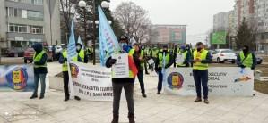Au reluat protestele în fața Prefecturi Olt