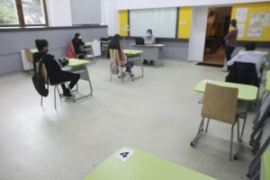 Elevii NU vor ca școlile să rămână deschise, când rata incidenţei depăşeşte 6 la mie: 'Denotă iresponsabilitate'