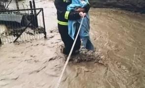 Hidrologii au emis cod galben de inundații pe râuri din trei județe