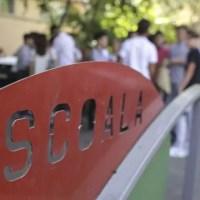 O elevă de 16 ani A MURIT la școală, în fața colegilor