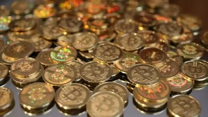 Bitcoin a scăzut la jumătate din valoarea maximă atinsă în aprilie, pe fondul interdicției criptominării în China