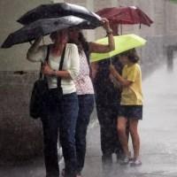 Ploi abundente și vânt puternic în toată țara
