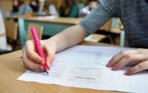 Peste 2.400 de elevi susțin proba la limba română