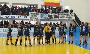 Handbalistele de la CSM Slatina îi așteaptă pe fani