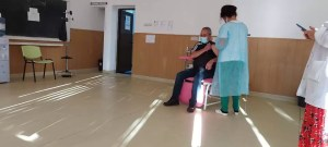 Situație limită într-un centru de vaccinare: Angajații nu și-au primit salariile de patru luni