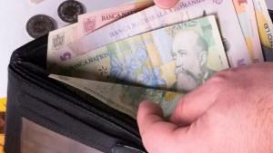 Raluca Turcan: Salariul minim ar putea creşte cu 8-12%, înainte de sfârşitul anului