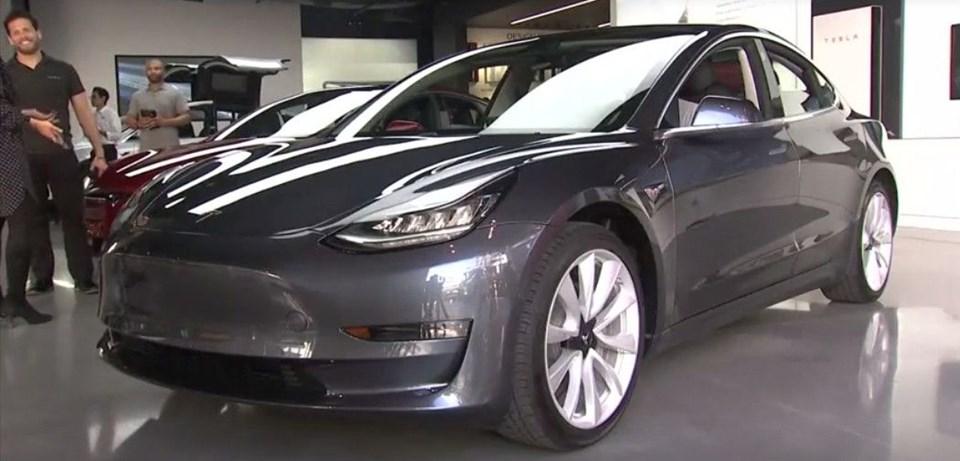 Tesla Araçları Fareler Kemiriyor