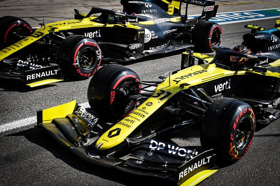 Renault F1 Eskiye Dönüyor
