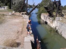 Băieții din Arles cu care am discutat despre Van Gogh, despre cine era, de unde venea și cum a murit artistul. Primul dinspre noi este Yanik