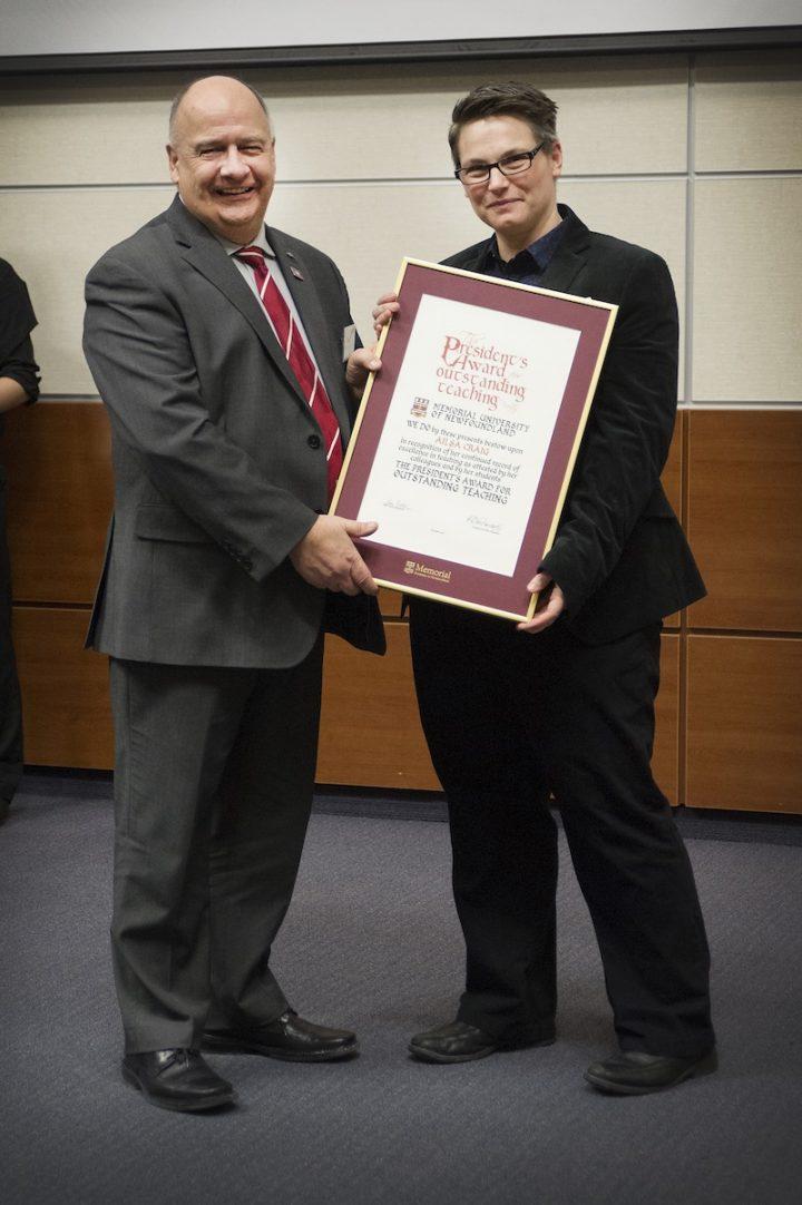 Dr. Ailsa Craig receives her award from President Kachanoski.