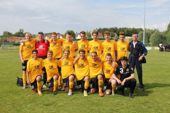 L'équipe des U18 de Sains/Saint Fuscien lors de la demi-finale de l'Amiénois Sud.