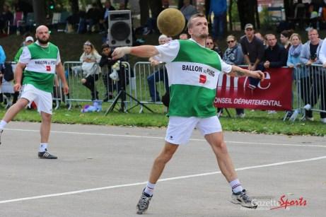 Ballon au poing (Reynald Valleron (21)