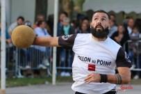 Ballon au poing (Reynald Valleron (54)