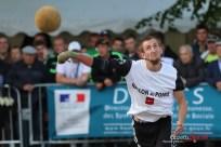Ballon au poing (Reynald Valleron (57)