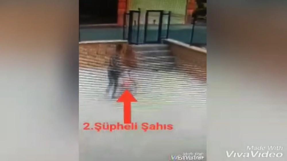 Çikolata ve bisiklet hırsızları kameralara yakalandı