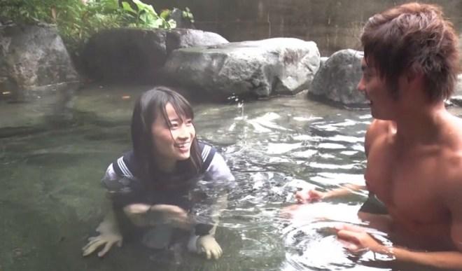 びしょ濡れ女子高生雨宿り強制わいせつ (23)