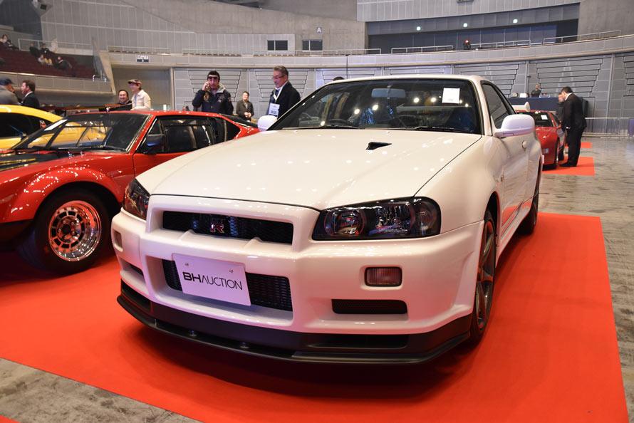 限定グレードの中でも特に希少なバージョン「ニュル」が出品されたスカイラインGT-Rが第4位に。人気のR34型の中でもエンジンをN1仕様としたスペシャルな一台が、まるで新車の様なコンディションで出品