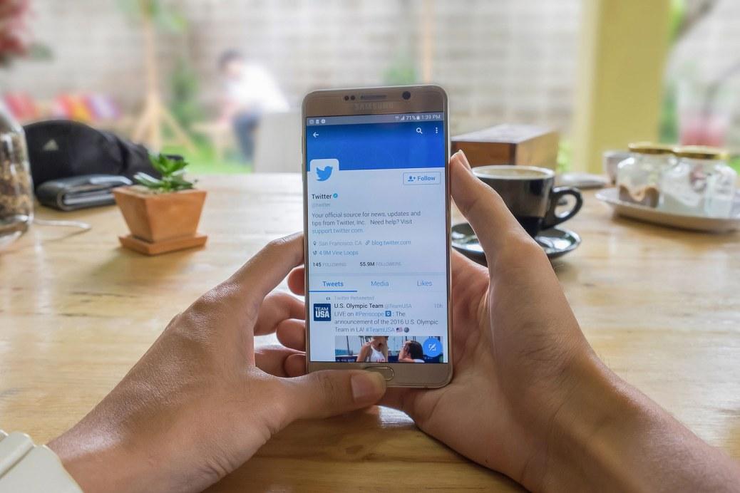 Twitter bezeroen arreta-kanal bezala erabiltzen da.