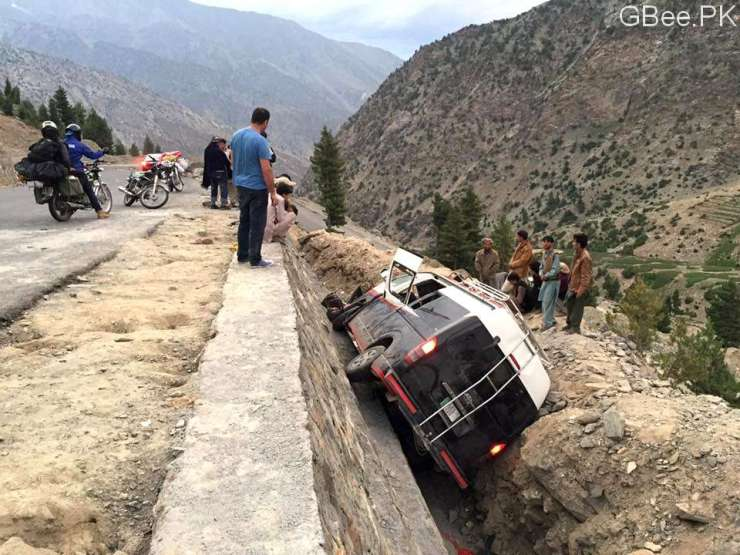 babusar-pass-accident-15-july-2016_1