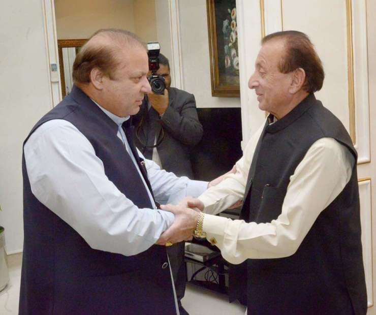 Mir Ghazanfar Ali Khan with Nawaz Sharif