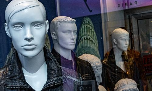 Inflação de roupas dobrou em agosto, diz IBGE