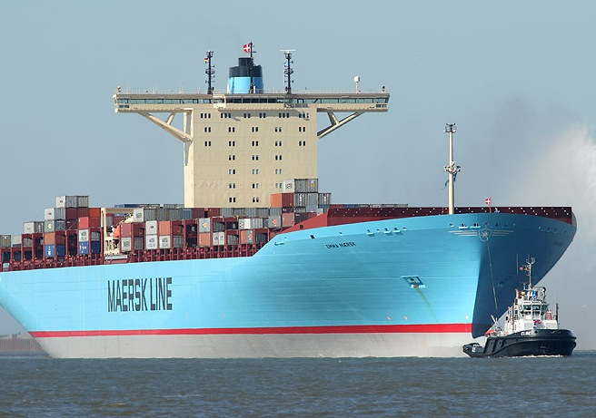 Towing the Emma Maersk - Powerfull Tug