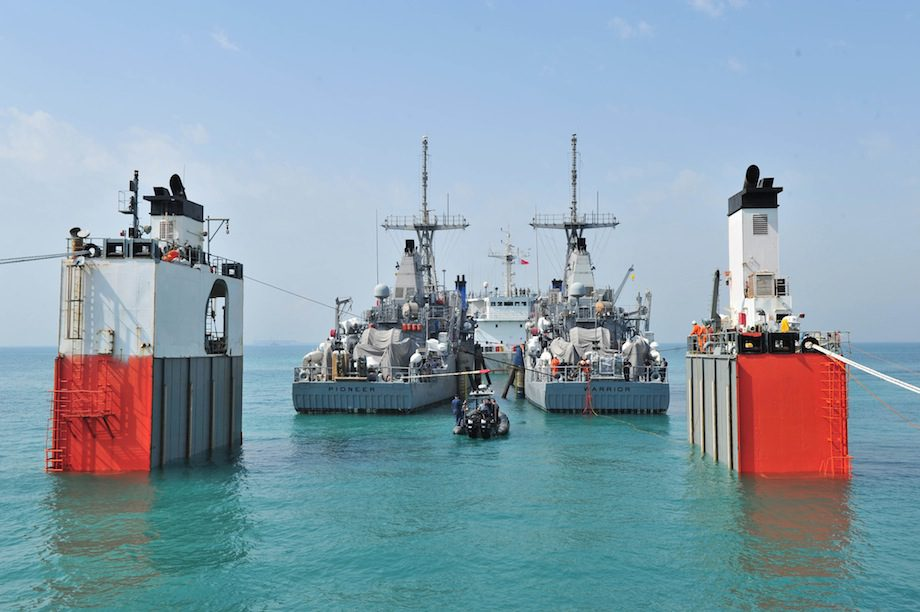Ship Photos Of The Day Navy Minesweepers Get A Lift