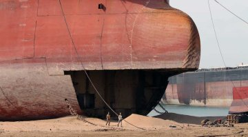 10-Year-Old Panamax Becomes Youngest Containership Ever Sold for Scrap