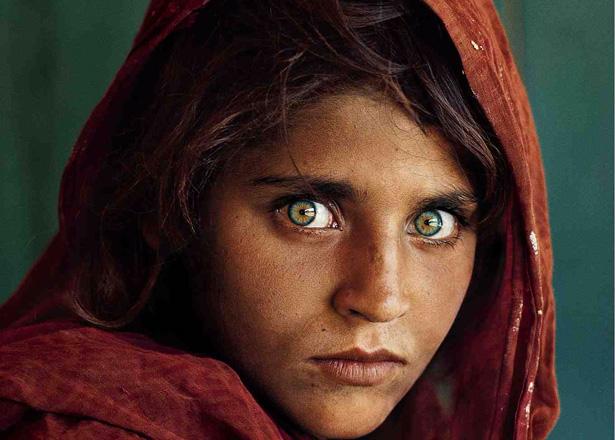 La historia de la famosa foto de la niña afgana de la revista National Geographic - Guioteca