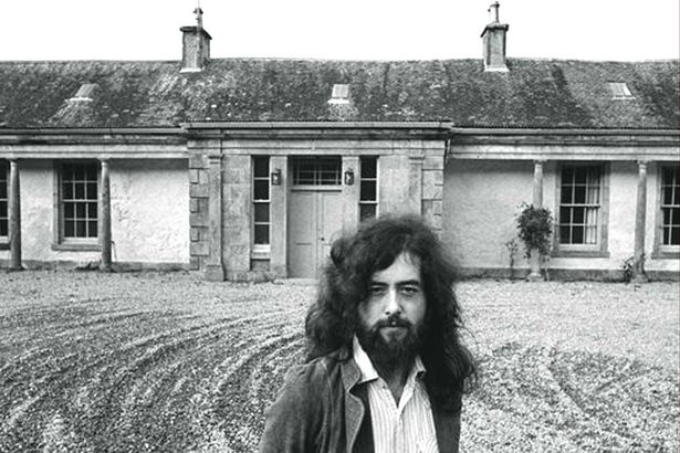 Jimmy Page tras adquirir la emblemática Boleskine House de Crowley