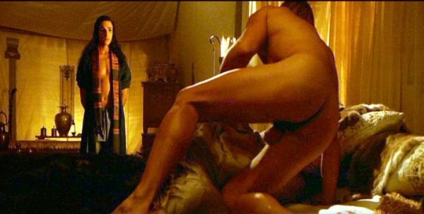 colin-farrell-alexander-sexiest-irish-actors-naked-on-camera-getting-up