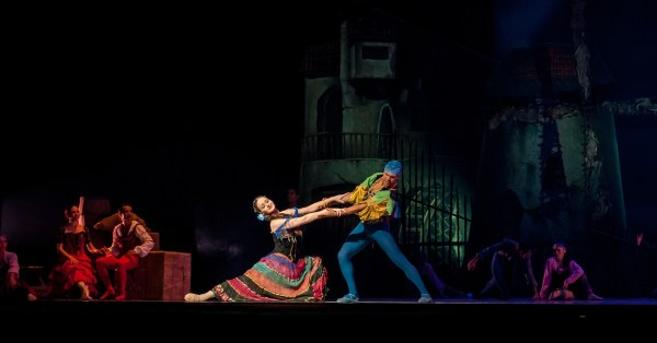 A picture of two opera performers in colourful costumes, just like trans opera singer lucia Lucas might wear