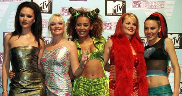 Spice Girls posing at the MTV Europe Music Awards
