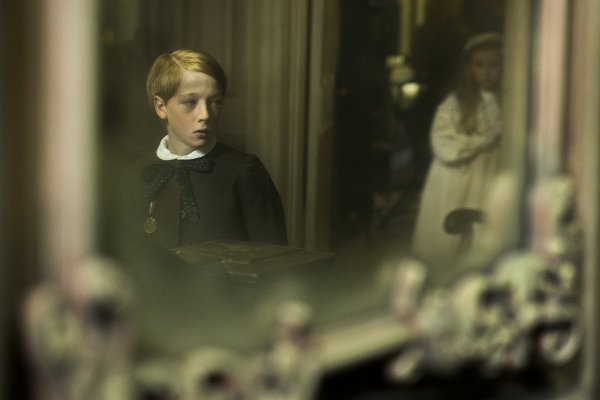 Oliver Zetterström in The Little Stranger (2018)