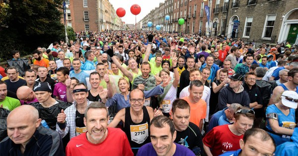 Crowds of people taking part in the Dublin Pride Run