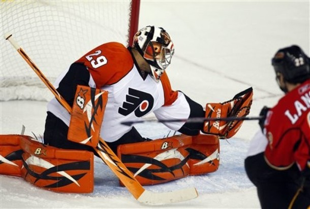 """Welcome Back: """"Razor Ray"""" Emery Signs with Flyers"""