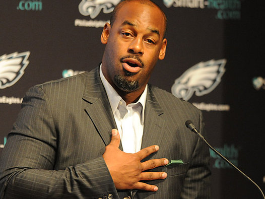 Donovan McNabb Retires As An Eagle Along With His Number 5 Jersey