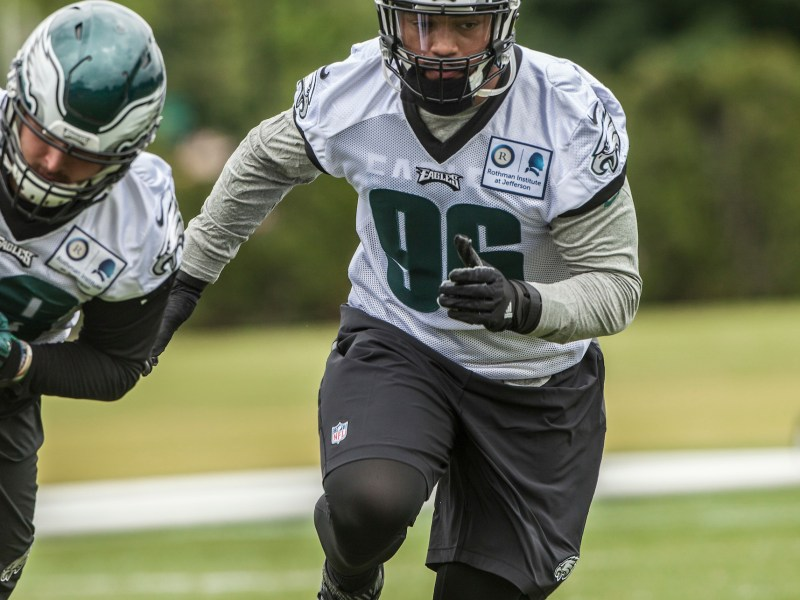 Rookie Derek Barnett Battling And Developing